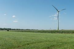 Moderne Windmühlen-Turbine, Wind-Leistung, grüne Energie Stockfoto