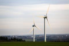 Moderne Windmühlenanlage Stockbild