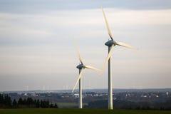 Moderne Windmühlenanlage Lizenzfreie Stockfotos