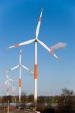 Moderne windmolens stock foto's