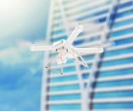 Moderne witte hommel die in een heldere blauwe hemel hangen 3d Stock Fotografie