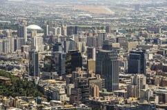 Moderne Wohngebäude und Ebenen in im Stadtzentrum gelegenem Santiago, Chile Lizenzfreies Stockbild