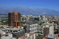 Moderne Wohngebäude und Ebenen in im Stadtzentrum gelegenem Santiago, Chile Stockfotografie