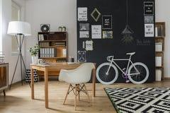 Moderne Wohnung mit Hippie-Design Stockfoto