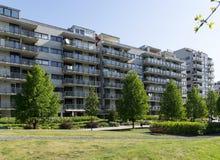 Moderne Wohnungen/Wohnblock lizenzfreies stockbild