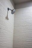 Moderne Wohnungs-Badezimmer-Dusche Lizenzfreies Stockbild