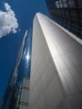 Moderne Wolkenkratzer im Finanzbezirk von Frankfurt, Deutschland Lizenzfreie Stockbilder