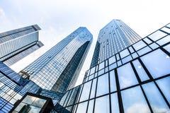 Moderne Wolkenkratzer im Geschäftsgebiet Stockfoto