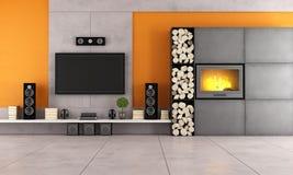 Moderne woonkamer met TV en open haard Stock Foto's