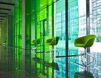 Moderne zaal met groene stoelen Stock Foto's