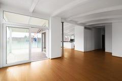 Moderne zolder, lege woonkamer royalty-vrije stock afbeeldingen