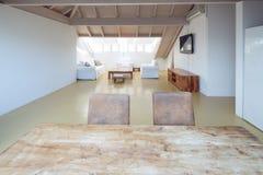 Moderne zolder met brede ruimte royalty-vrije stock foto