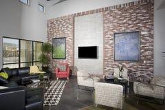 Moderne Zolderwoonkamer Stock Afbeeldingen
