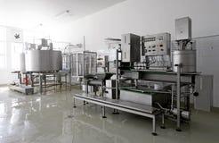 Moderne zuivelfabriek stock afbeeldingen