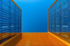 modernem Geschäftsgebäude oben betrachten Lizenzfreie Stockfotografie