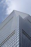 Moderner aufbauender Reching blauer Himmel Stockfoto