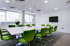 Moderner Bürositzungssaal lizenzfreie stockfotografie