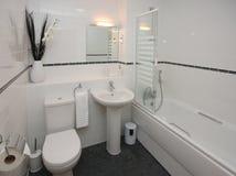 Moderner Badezimmer-Luxuxinnenraum Lizenzfreies Stockfoto
