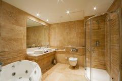 Moderner Badezimmerinnenraum Stockbilder