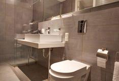 Moderner Badezimmerinnenraum Stockbild