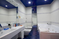 Moderner Badezimmerinnenraum Stockfotografie