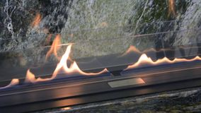Moderner Bio-fireplot Kamin auf Äthanolgas stock video footage