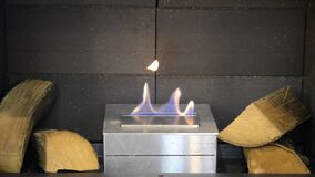 Moderner Bio-fireplot Kamin auf Äthanolgas Smart ökologisch stock footage