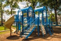 Moderner blauer Spielplatz Stockfotos