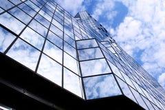 Moderner blauer Stadt-Glaswolkenkratzer Stockbilder