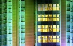 Moderner Bürohaus-Auszug Stockbild