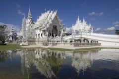 Moderner buddhistischer Tempel (Wat Rhong Khun) Thailand lizenzfreies stockbild
