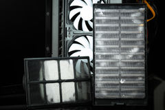 Moderner Computerkasten filtert staubiges Stockbilder
