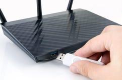 Moderner drahtloser Wi-Firouter mit DLNA-Server Stockfoto