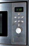 Moderner Edelstahl-Mikrowellenherd Stockfoto