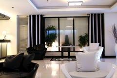 Moderner eleganter Raum Lizenzfreie Stockbilder