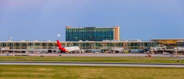 Moderner Flugdienst im Flughafen für Passagiere und Gepäck, Co Lizenzfreie Stockbilder
