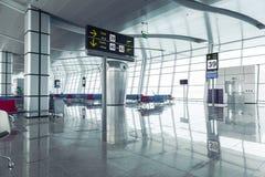 Moderner Flughafen-Abfahrt-Aufenthaltsraum lizenzfreies stockfoto