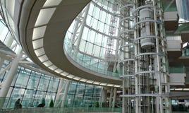 Moderner futuristischer Gebäudeinnenraum Stockfotos