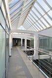 Moderner Gebäudeinnenraum. Lizenzfreies Stockbild