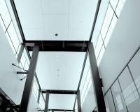Moderner Gebäudeinnenraum Lizenzfreies Stockfoto