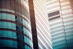 Moderner Handelsgebäudeabschluß herauf Ansicht Stockbilder