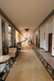 Moderner Hotel-/Rücksortierungs-/Restaurantkorridor mit stilvollem Dekor Stockbild