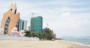 Moderner Hotelkomplex Nha Trang am Strand, Vietnam Lizenzfreie Stockbilder