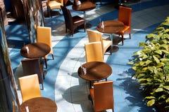 Moderner Innenraum von Stadtkaffee Stockfotos