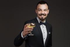 Moderner junger Mann mit einem Glas Champagner Stockfotos