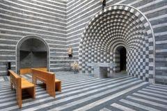 Moderner Kircheinnenraum Lizenzfreies Stockfoto