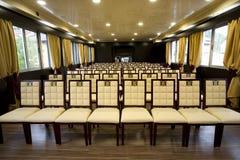Moderner Konferenzsaal Lizenzfreie Stockfotos