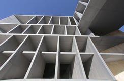 Moderner Kongresspalast, der draußen errichtet Lizenzfreie Stockfotografie