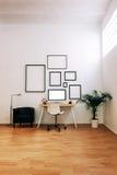 Moderner kreativer Arbeitsplatz Lizenzfreie Stockbilder