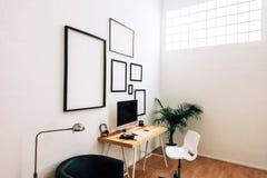 Moderner kreativer Arbeitsplatz Lizenzfreie Stockfotos